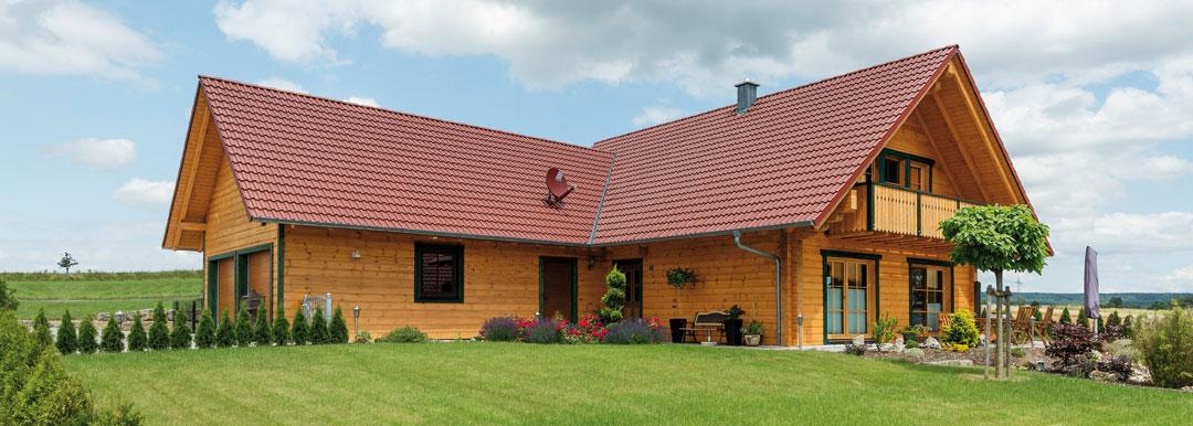 Holzhaus bauen blockhaus bauen mit bayernblock hultahaus for Blockhaus modern