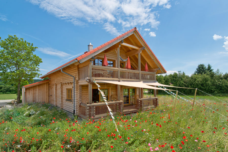 rundbalkenhaus eggler holzhaus hultahaus bauen in bayern baden w rttemberg. Black Bedroom Furniture Sets. Home Design Ideas