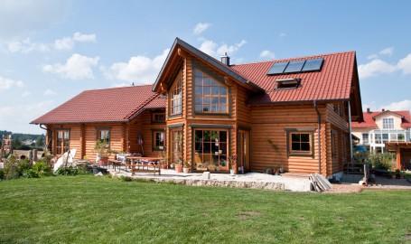 """Holzhaus aus massiven Rundbalken """"Zinsmeister"""""""