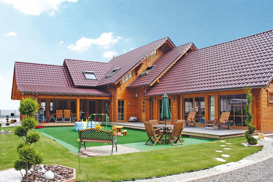 """Holzhaus aus massiven Kantholzbalken """"Eschmann"""""""