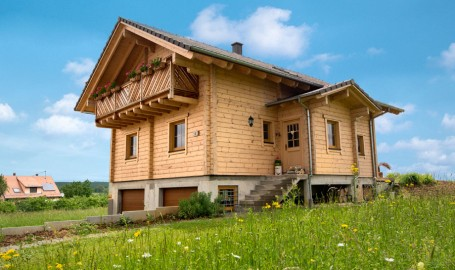 "Holzhaus aus massiven Kantbalken ""Harter"" (Frankreich)"