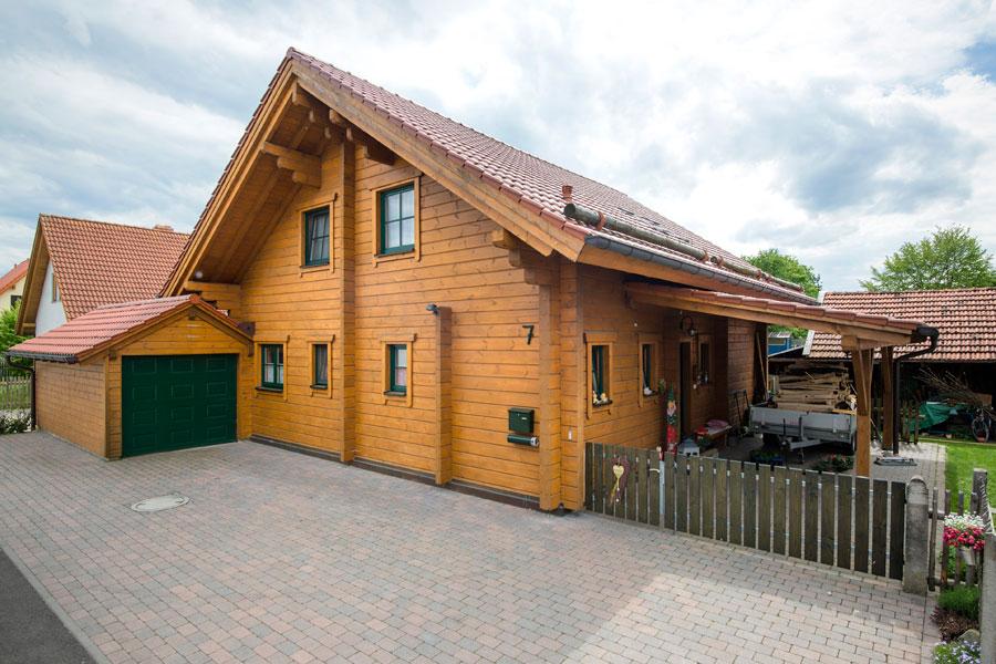 """Holzhaus aus Kantholzbalken """"Hauerstein"""""""
