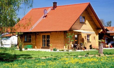 Holzhaus aus massiven Kantbalken