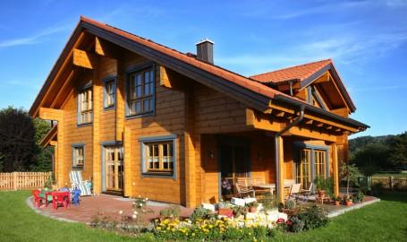 """Holzhaus aus massiven Kantholzbalken """"Kraiburg"""""""
