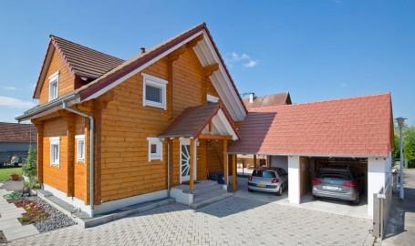 """Holzhaus aus massiven Kantbalken """"Lengert"""" (Frankreich)"""