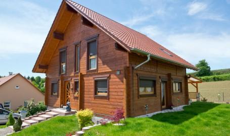 "Holzhaus aus Kantholzbalken ""Neewiller"""