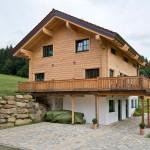 """Holzhaus aus massiven Kantholzbalken """"Schötz"""""""