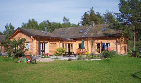"""Holzhaus aus massiven Kantbalken """"Werr"""""""