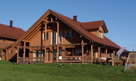 """Holzhaus aus Rundholzbalken """"Landthaler"""""""